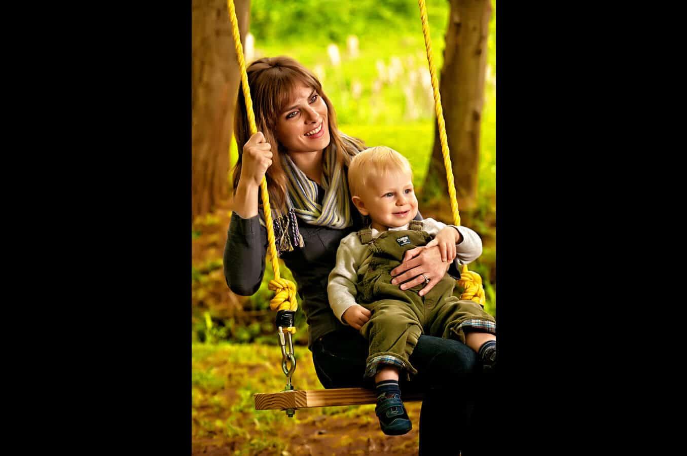 family portrait, swing, outdoor, natural light, Northern VA