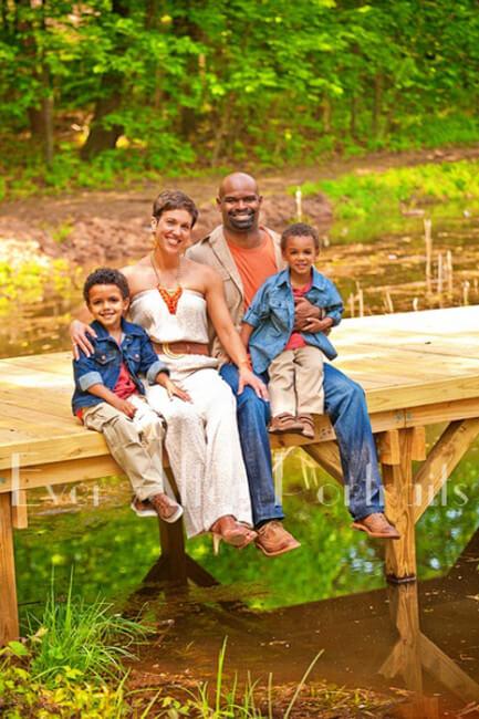 11-professional-photographer-family-portrait-pier